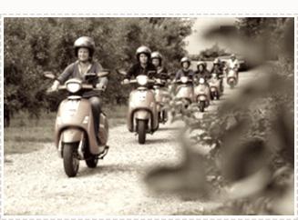 Mensen die een ritje maken op een scooter