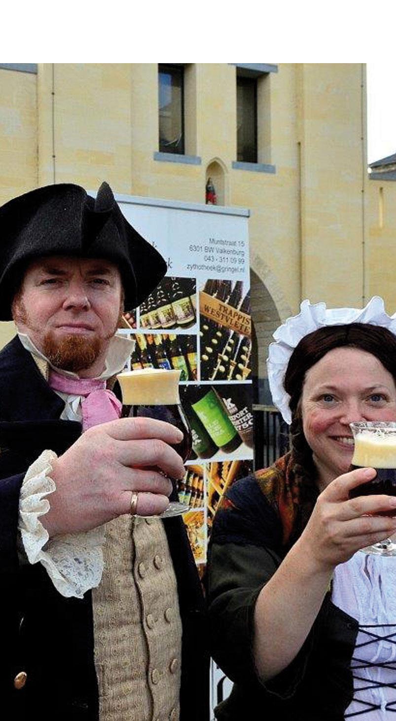 2 Personen met een glas bokbier