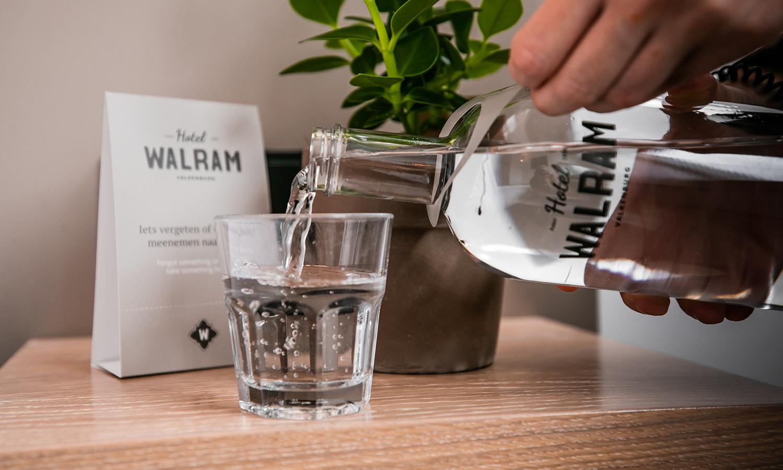 Verfrissend water op de kamer